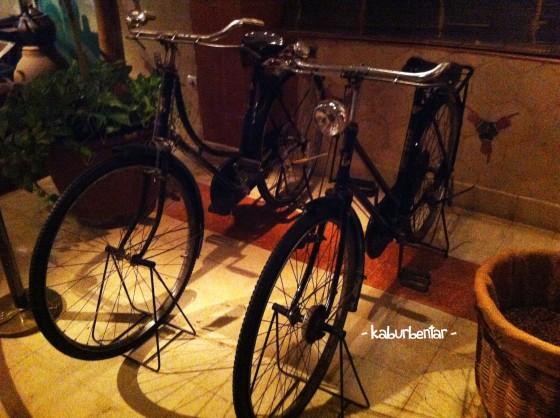 Sepeda yang dipakai Seeng Tee berjualan keliling