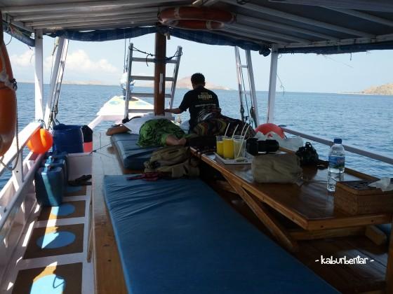 Penampakan dek kapal kami berlayar di TN Komodo