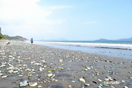 Pantai Batu Hijau Biru