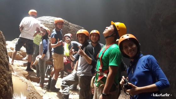 Antri foto di atas batu Luweng Grubug? Foto aja dulu!