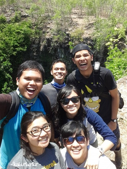 Let's take a groufie in front of Gua Jomblang!