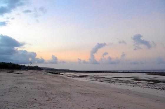 Hampir senja di pantai Londa Lima