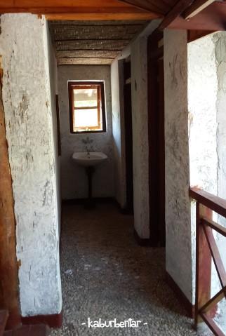 kamar mandi newa resort