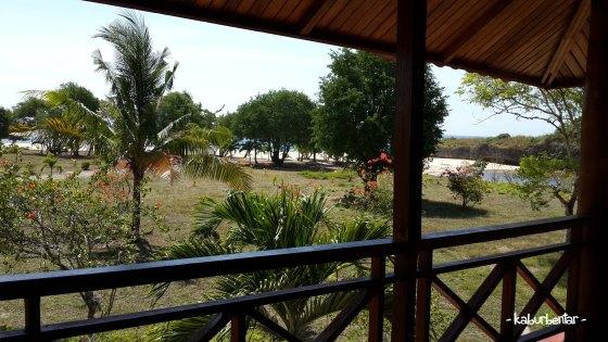 Pantai Newa jadi view kamar kami di Newa Sumba Resort