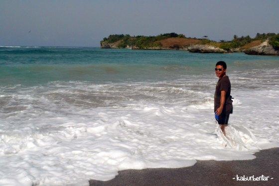 Pantai Kerewei yang cukup berombak