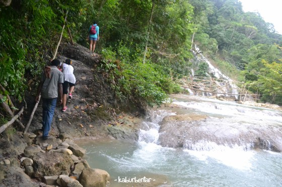 Trekking menuju air terjun Lapopu